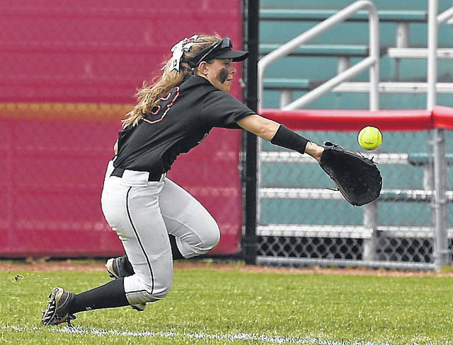Sophie Thomas tries to haul in a foul ball during the Pioneers loss Thursday.
